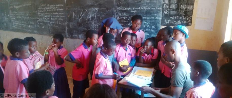 Schüler für eine gewaltfreie Schule in Kamerun